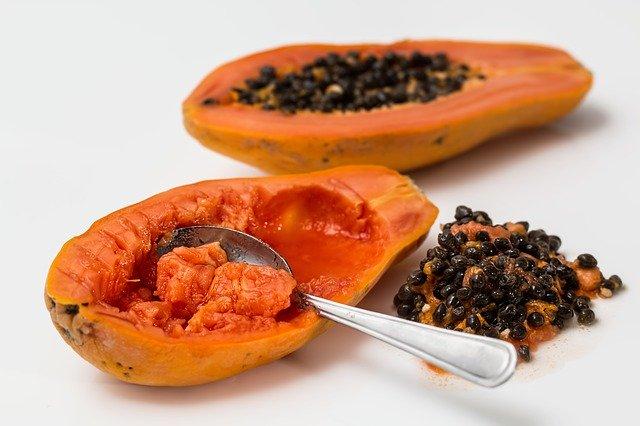 Do chickens eat papaya