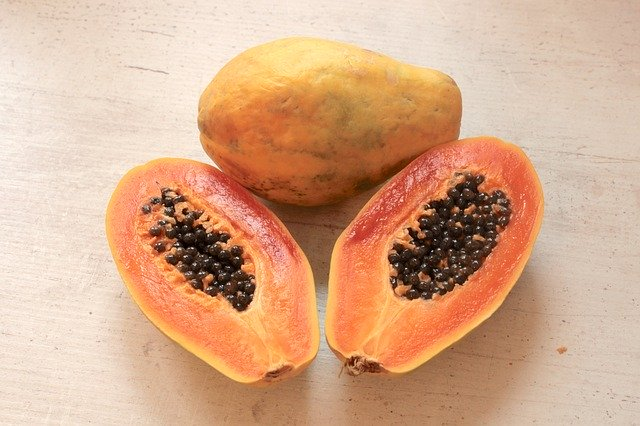 Feeding papaya fruit to your chickens