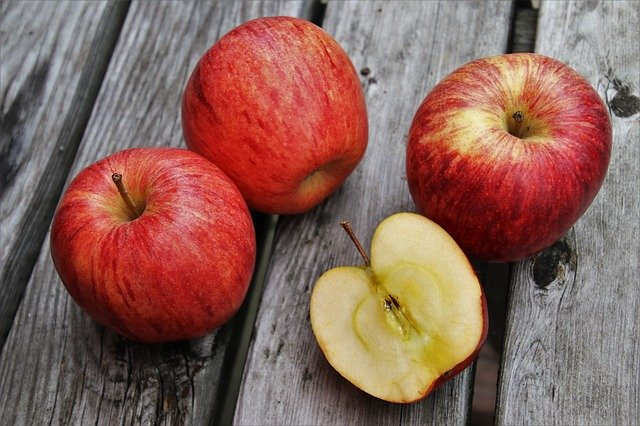 Are apples healthy for budgies