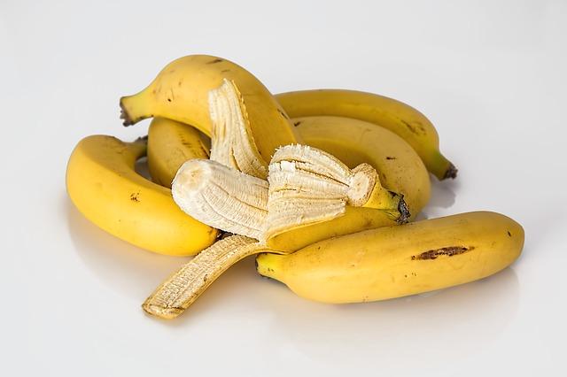 Do Cockatiels Eat Bananas
